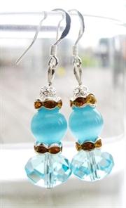Elegant lyseblå cateye øreringe